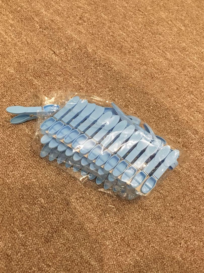 Plastic clothes pins