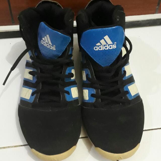 Sepatu Basket Adidas ba30db4f6e