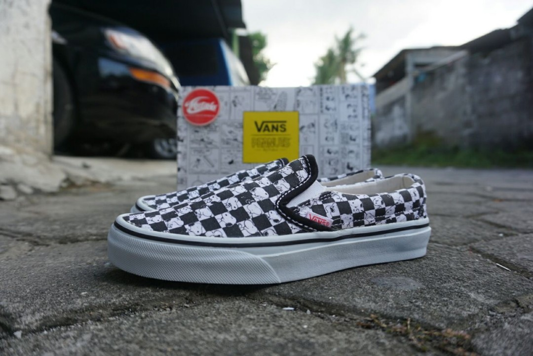 bc303fe711 Vans Slip-On (Peanuts) Snoopy Checkherboard