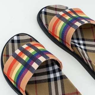 【黑店】歐美潮流 經典格紋露趾拖鞋 外出拖鞋 彩虹格紋室外拖鞋 格紋室內拖鞋 百搭時尚蘇格蘭格紋拖鞋
