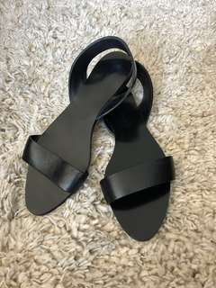 Zara Flat Sandals (black, size 38)