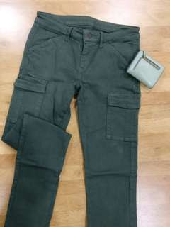 Uniqlo Army Green Skinny Long Cargo Pants for Ladies