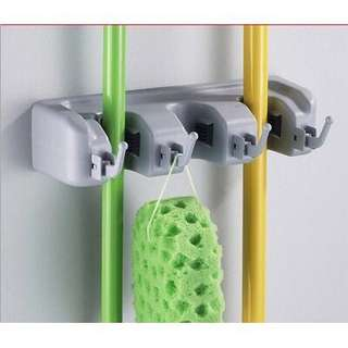 BROOM/MOP ORGANIZER