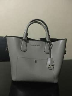 AUTHENTIC MICHAEL KORS GREENWICH BAG IN GRAY IN MINT CONDITION (Repriced!!!)