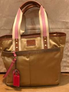 AUTHENTIC COACH HAND BAG