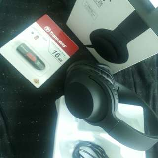 Original TRANSCEND USB Flash Drive 16GB and EXTRA BASS headphones Bundle for P649 only