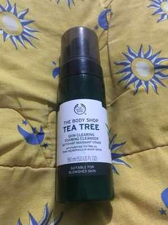 THE BODY SHOP-TEA TREE SKIN CLEARING FOAMING CLEANSER
