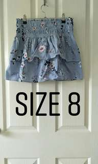 Size 8 ladies frill skirt