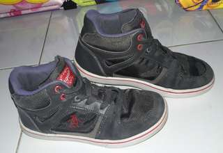 Branded PENGUIN(US) shoes php.400/size 3