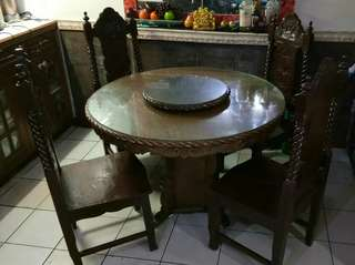 4-seater dining table with lazy susan