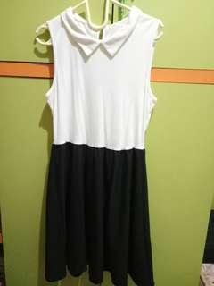 (PRELOVED) UNIQLO SIMPLE BLACK AND WHITE DRESS
