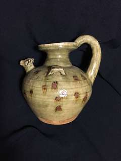 Antique Teapot Tang Dynasty with chicken design 18cm High celaron glaze . 唐代文物青釉鴿首壺。3000