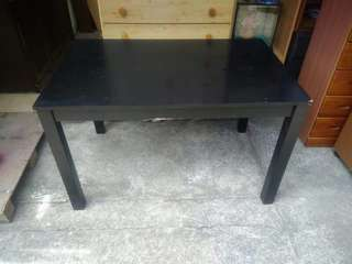 4 Seater Dining Table (P2,850)