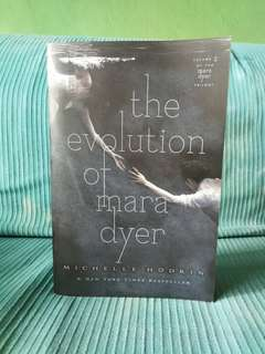 The evolution of Mara Dyer (Signed)