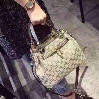 Gucci handbag / slingbag
