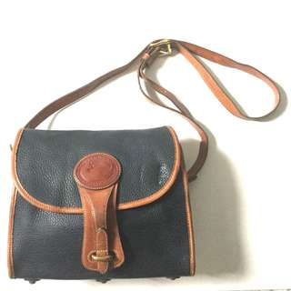 PLOVED: Authentic Vintage Dooney and Bourke Sling