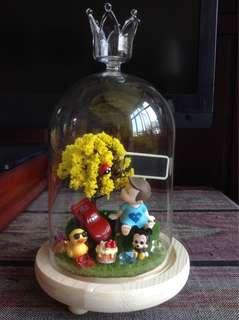 Figurine terrarium for baby