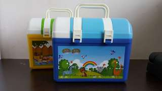Lunch box with drinking bottle