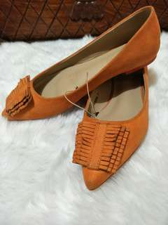 Flat shoes - pointed orange color