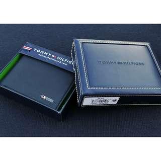 Authentic Tommy Hilfiger men's bi-fold wallet new-in-box