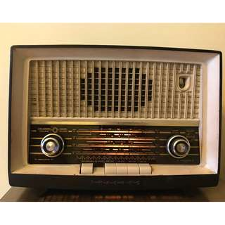 Antique Philips Radio