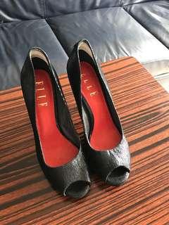 黑色高跟鞋