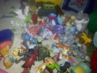 30+ Pokemon Figures