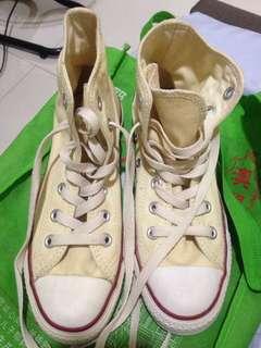 Converse unisex shoes size 6.5