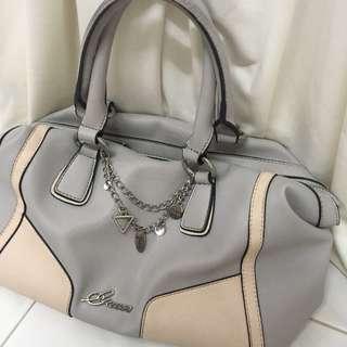 Classic GUESS Handbag 👜