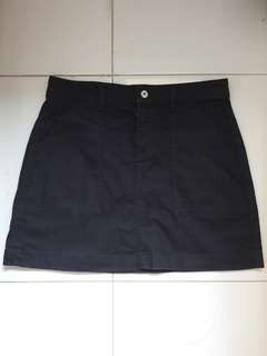 H&M black A-line skirt