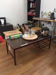 Meja tamu panjang
