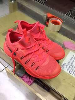 Nike hypershift US size 9.5 or swap size 9 Nike shoes