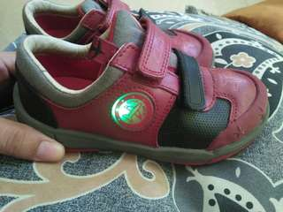 Clarks shoes with lights  age 2-3 yr old size US 9