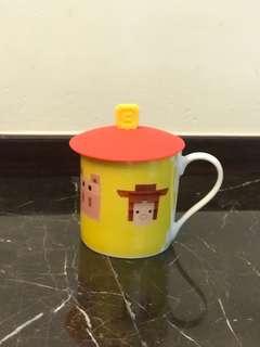 Brand New Disney Ceramic mug with Silicon lid (全新迪士尼陶瓷杯連硅膠蓋)