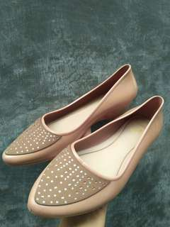 Flat Shoes Karet Warna Cream