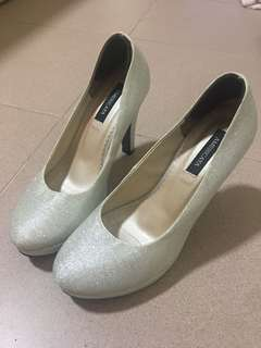 white shimmering heels size 230 fits size 35-36
