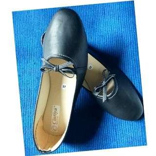 Sepatu Black Pita Local