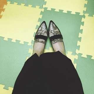 🚚 Gu購入 蛇皮尖頭平底鞋