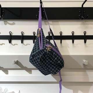 🚚 全新 花花吊飾 格紋紫色腰包