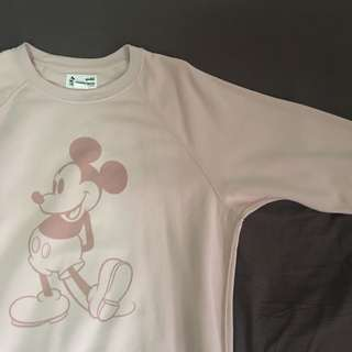 UT Mickey Stand Pink Sweater