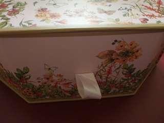 特別版六角型Beautybox 盒一個硬身拉櫃仔