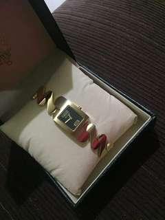 Gucci pawnable watch