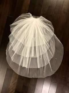 Wedding veil with pearl beads