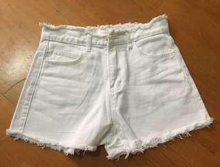 白色毛邊牛仔短褲