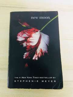 New Moon (Twilight #2) by Stephenie Meyer