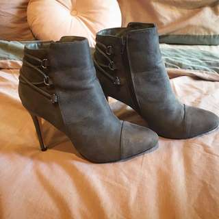 Novo Grey Ankle Boots