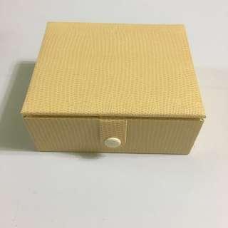 周大福珠寶米黃色首飾盒(小)