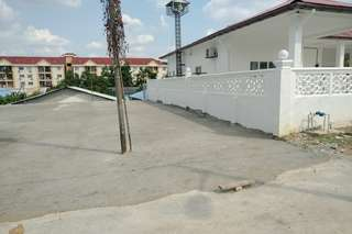 Empthy land with concreate slab at balakong for rent