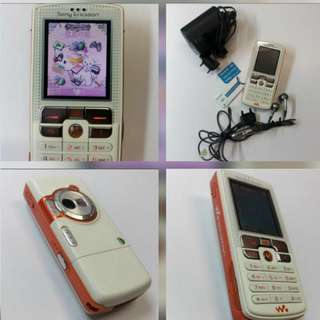Sony Ericsson W800i mobile 手機 {易得夠發$279.80fixed price不議價的 !} 100%working normal 98%new looking & charming outlook! Easy+friendly using with light weight for carrying! Supreme quality music player & camera!