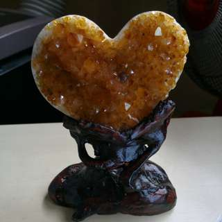Love shaped real yellow crystal with stand. New 15cm height黃水晶